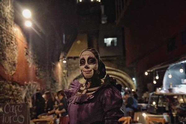la catrina vive, maleta de viajes, Día de muertos, Guanajuato, Denisse Michelini, fin de semana, momias, universidad de Guanajuato, ofrenda, monumental, túnel de tradición, cervantino, #guanajuateando, tapetes, desfile, muerte, festejo
