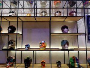 maleta de viajes-maleta-cultura-mexicraneos-j garcia lopez-casa milan-arte-artistas-mexico-cultural-cdmx-artistico-craneos-arte mexicano-exhibicion