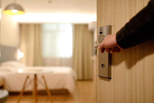 hotel-turismo-plataforma-maleta de viajes-tecnología-siteminder-airbnb-hospedaje-huspedes-viajes-turista