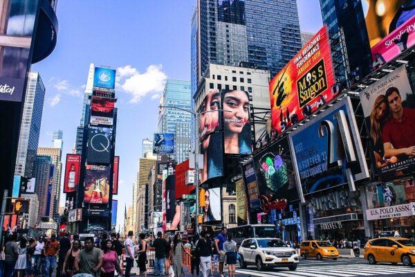Maleta de Viajes, viajes, turismo, Internacional, Airbnb, Times Square, Nasdaq