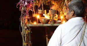 Hanal Pixán, comida de las almas, Alltournative, Tres Reyes, Quintana Roo, tradiciones mayas, herencia maya, ceiba, chachacuas, cochinita pibil, celebraciones mayas, rituales mayas, Día de Muertos, Día de los santos difuntos, altares mayas, Cenote de la vida, cosmovisión maya, Maleta de Viajes